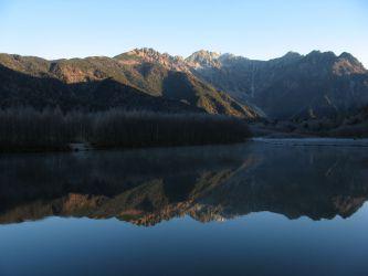 북알프스 호타카다케 연못보다 北アルプス 穂高岳 大正池より Mt.Hotakadake
